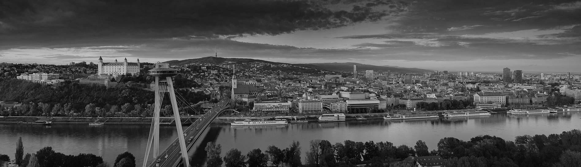 """<a href=""""http://htoner.sk/sme-v-bratislave/"""">Rastieme. Nová pobočka v Bratislave</a><br/><p>"""